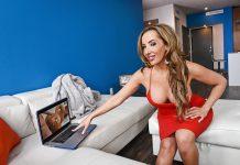Richelle Ryan in FAN-FUCKING-TASTIC VR Porn