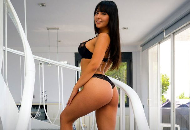 Exciting Acquaintance With Curvy Alba